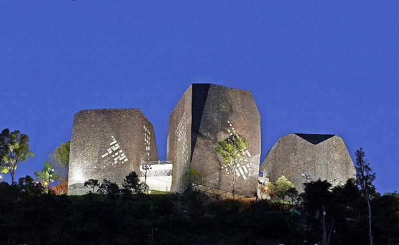 Giancarlo Mazzanti - Biblioteca Parque Espana, Santo Domingo, Colombia (Photographer: Sergio Gómez)