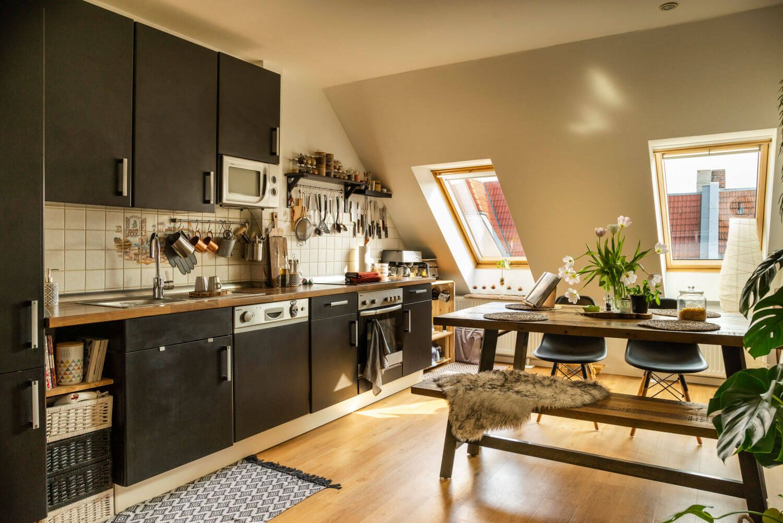 #Scandinavian #Scandinavianinteriors #homeinspiration #interiordesignideas #design #houseplants #kitchen #slantedceiling
