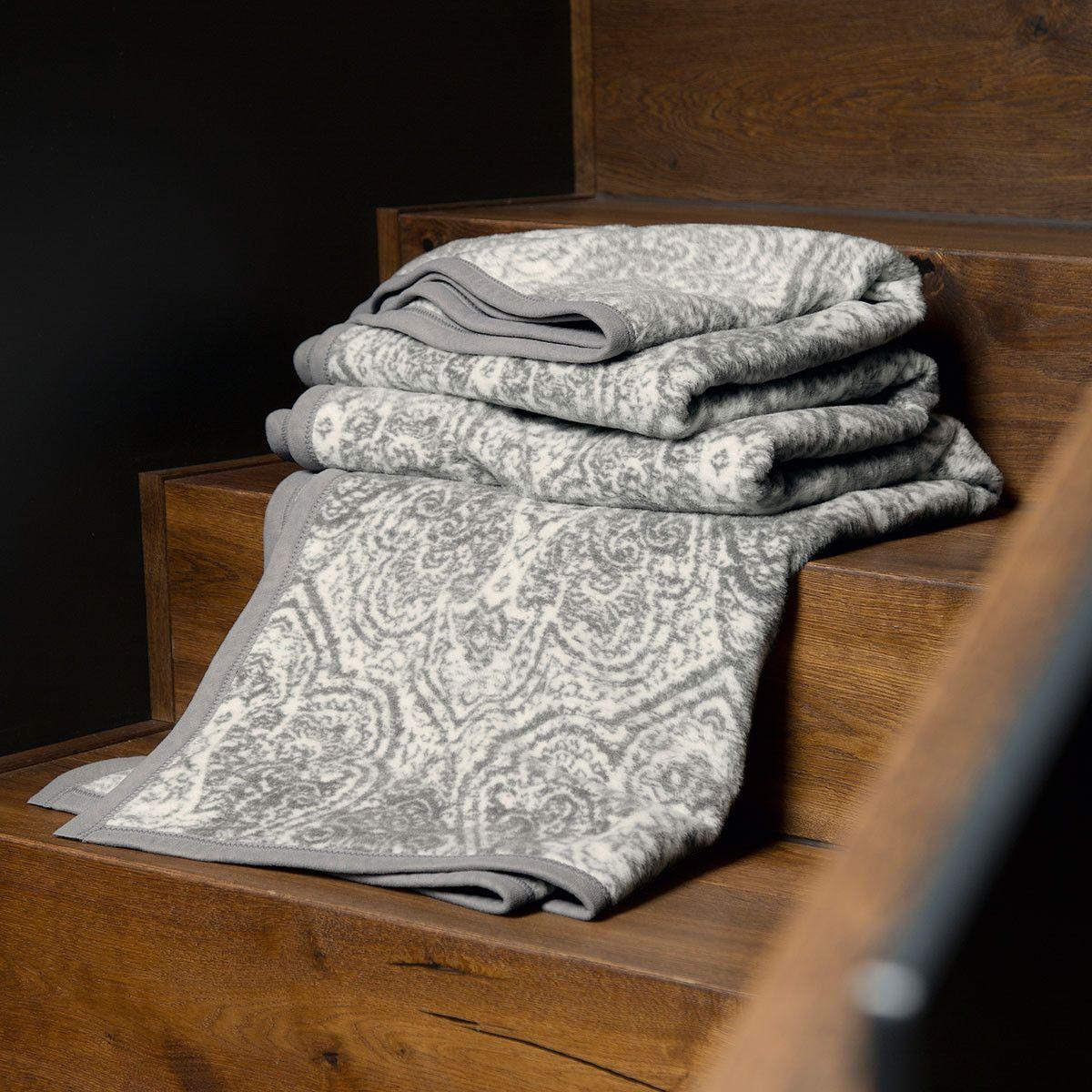 die besten 25 ibena wohndecke ideen auf pinterest ibena decke ottomane und braunes. Black Bedroom Furniture Sets. Home Design Ideas