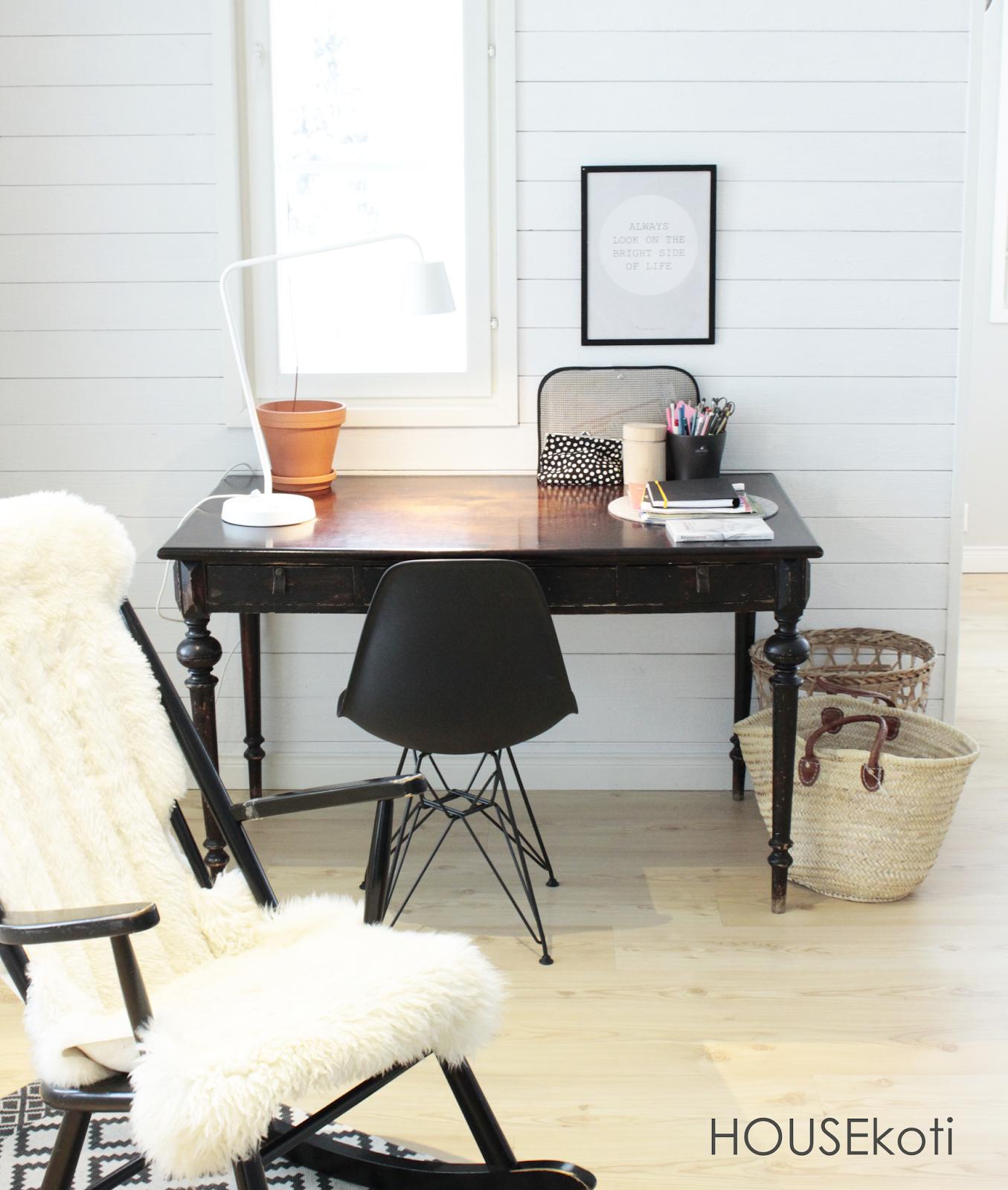 designhouseliving HOUSEkoti: Nahkavetimet (diy) vanhaan työpöytään   5.1.2016