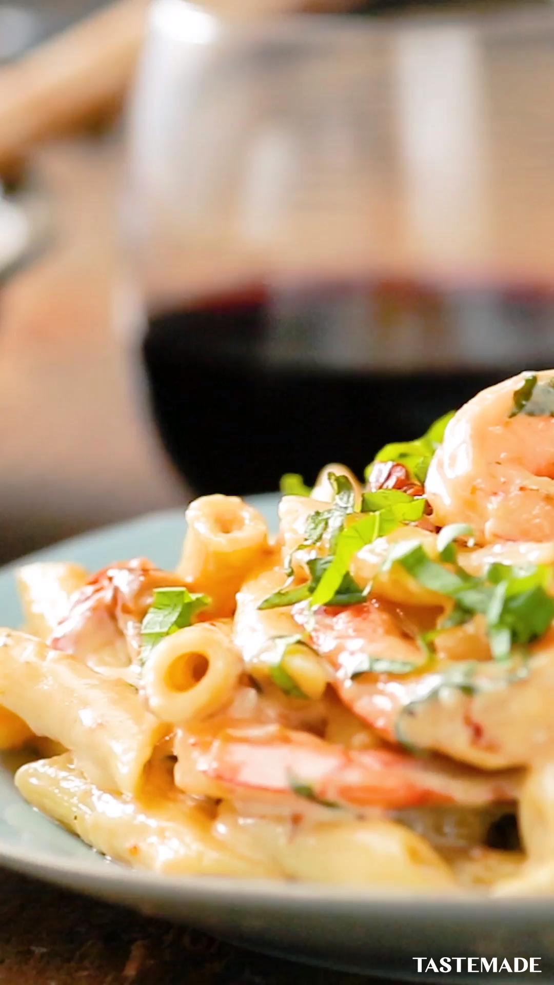 Creamy Shrimp & Mozzarella Pasta