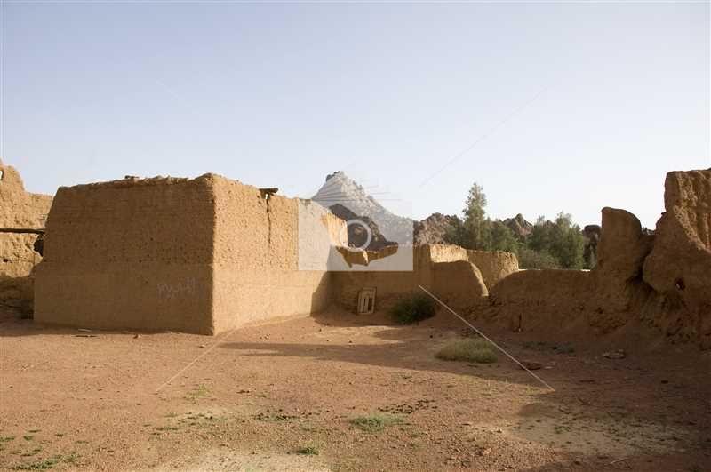 بقايا من قصر حاتم الطائي بقرية توارن في مدينة حائل Monument Valley Natural Landmarks Monument