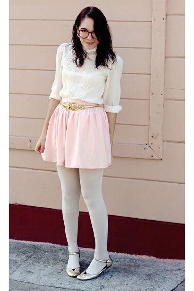 70dbc8bdad9547 I could recreate this with light pink tights, white shirt, gold shoes...not  sure on a skirt tho
