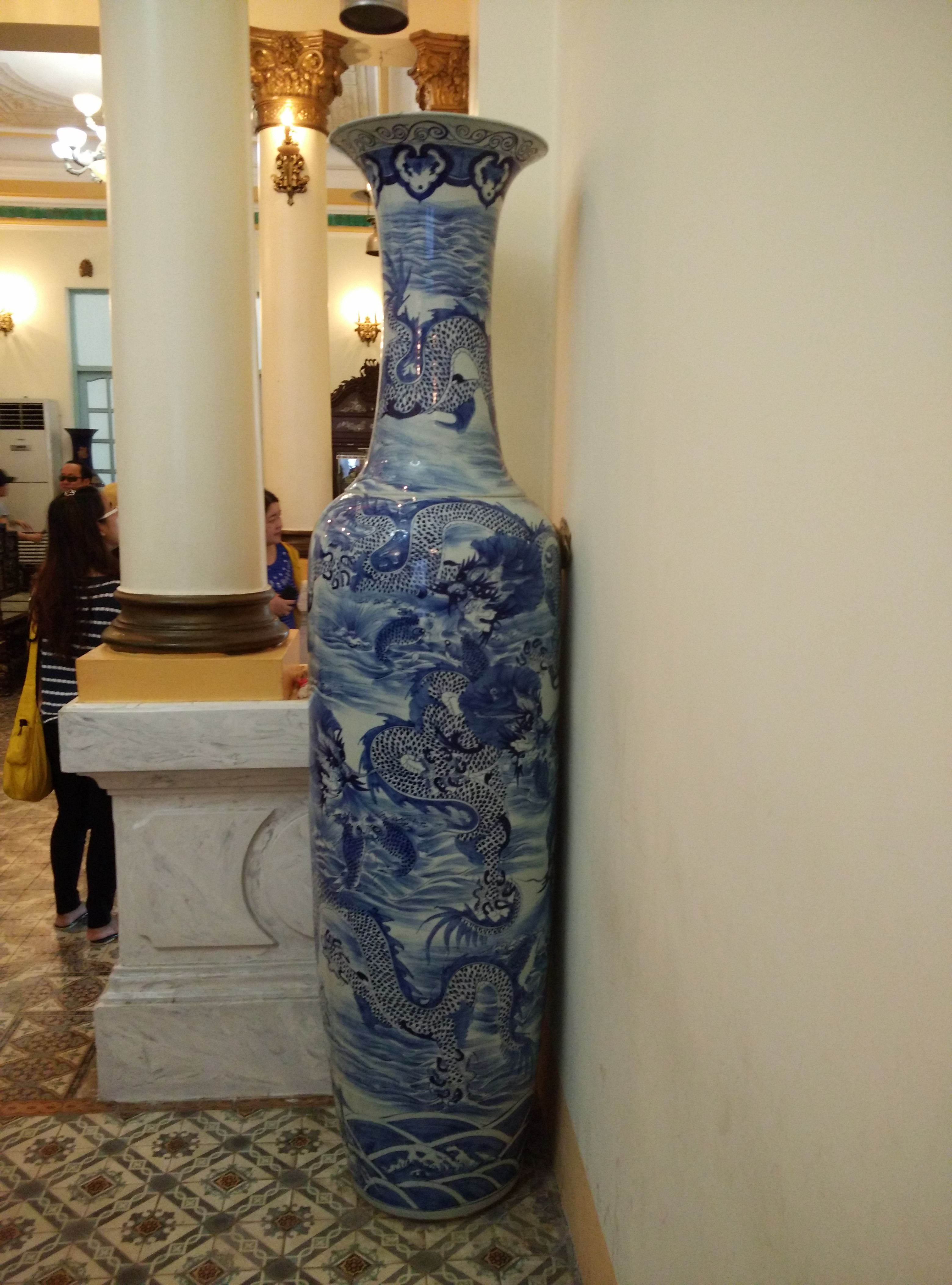 The big vase is the symbol of wealth container, then we have to keep it in a close place, avoiding curiosity