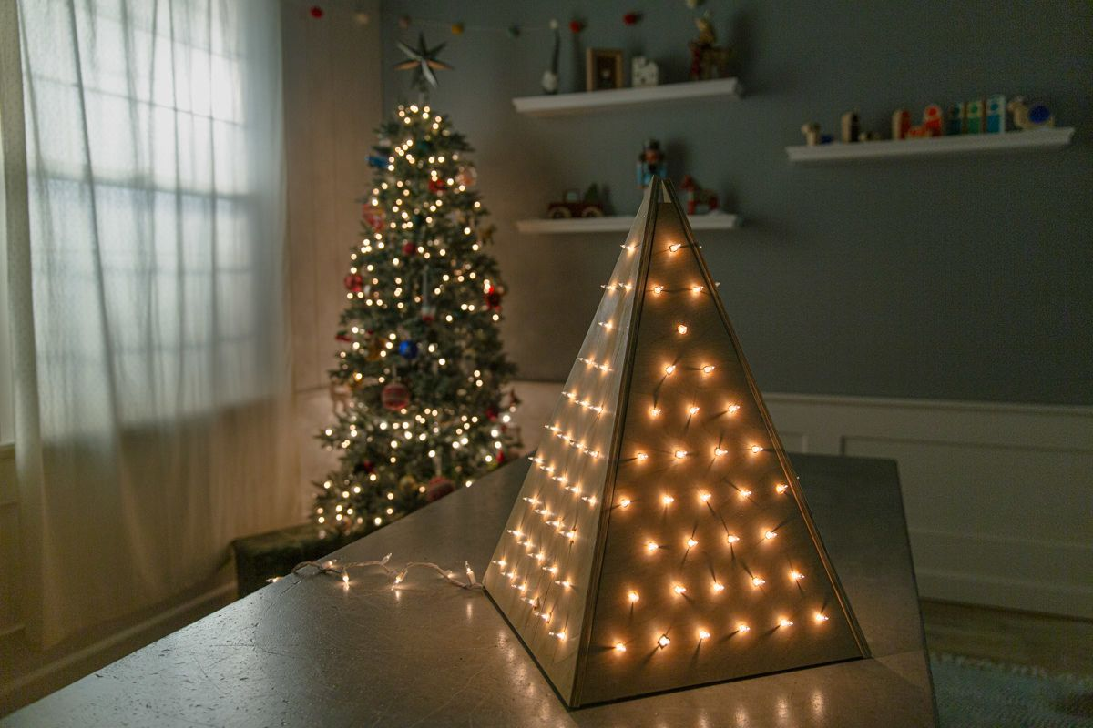 How To Make A Wooden Christmas Tree With Lights In 2020 Pallet Wood Christmas Tree Christmas Tree Wooden Christmas Trees