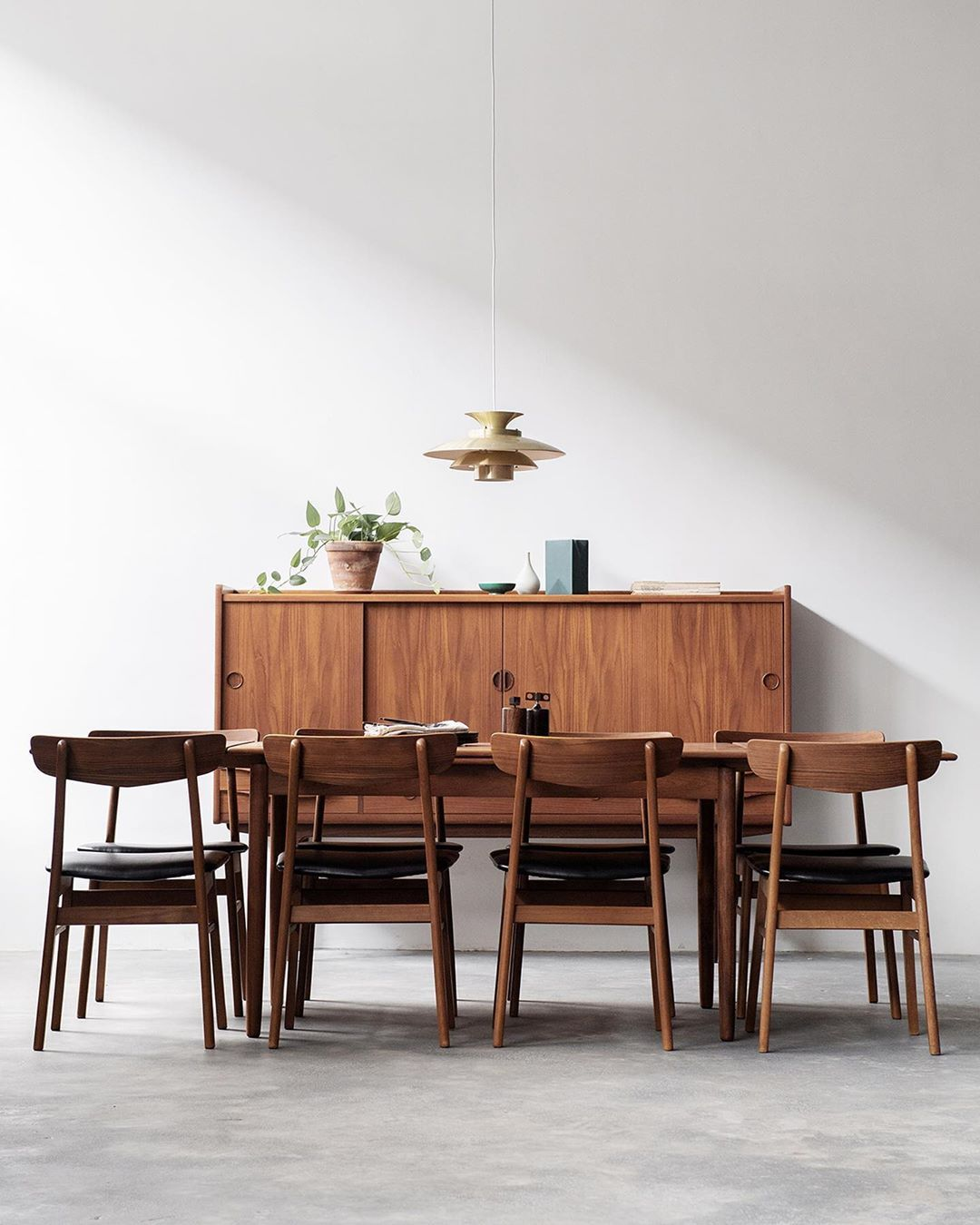 Recently Delivered This Fully Restored Vintage Danish Dining Table In Teak To Her New Ho Danish Dining Rooms Danish Modern Dining Chair Teak Living Room Chairs