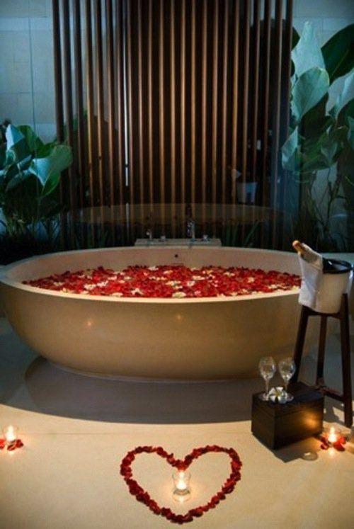 13 Ultimate Romantic Bath Ideas