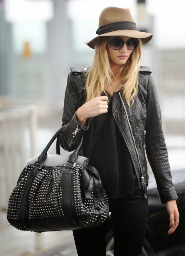 802f81ef953 Attractive black outfit with black blazer and brown hat for fall fashion