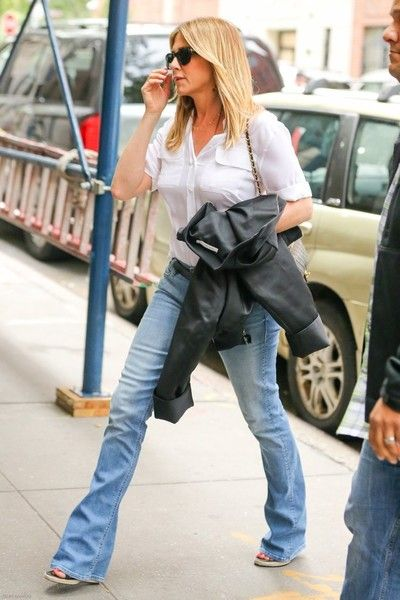 Jennifer Aniston Photos Photos - Actress Jennifer Aniston & Justin Theroux out and about in New York, New York on September 28, 2016. Justin recently spoke out against how his wife got thrown into the mess between Jolie and Pitt. - Jennifer Aniston and Justin Theroux Go Out in New York