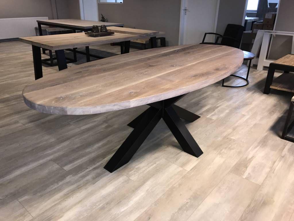 Rustiek eiken ovale tafel met matrix frame of v onderstel tafel