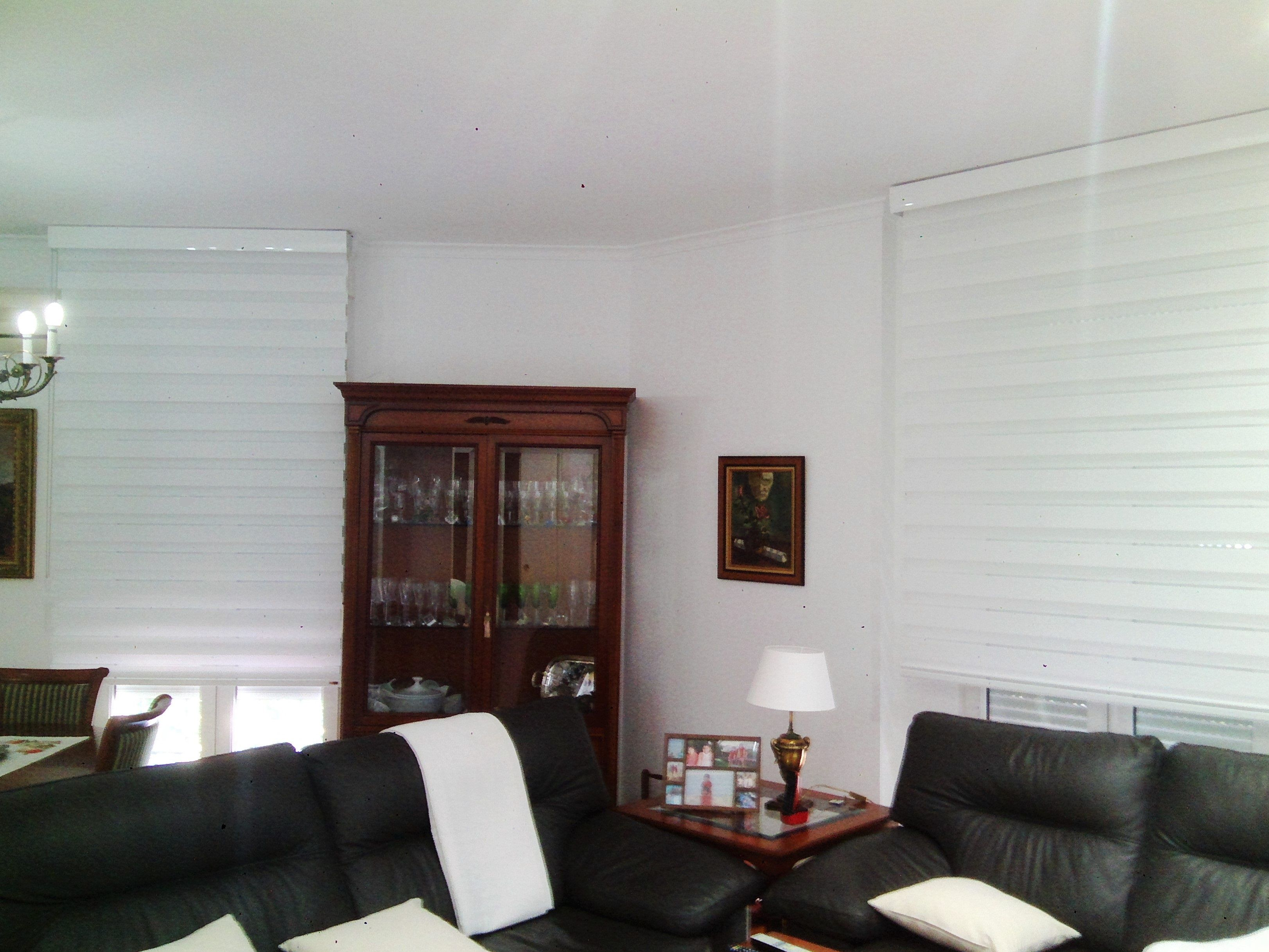 Estores #enrollables noche y dia con galería color blanco de la casa ...
