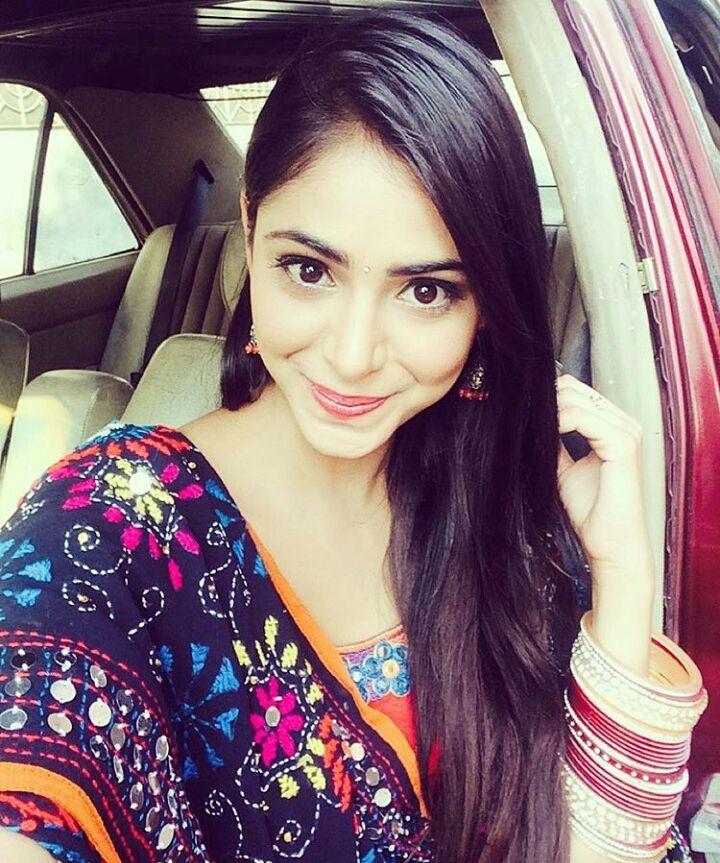 Very Beautiful And Stunning Priyanka Bhardwaj Takes Selfie -4022