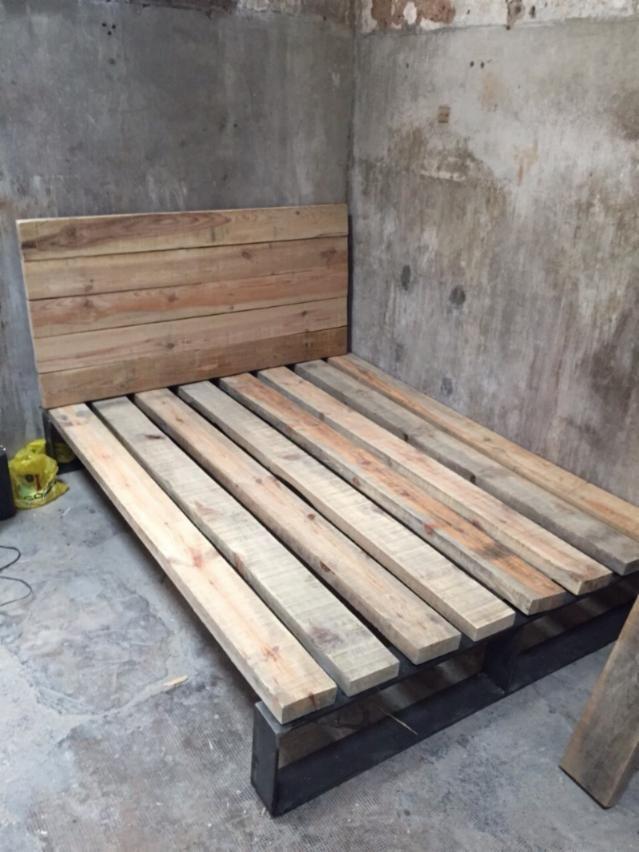 Cama madera maciza reciclada camas pinterest - Cabecera de cama reciclada ...