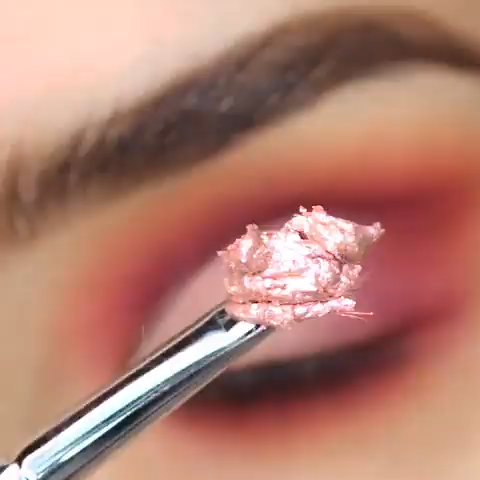 This color combos are close to Tangerine which is popular. Try this pink eye makeup for your next d