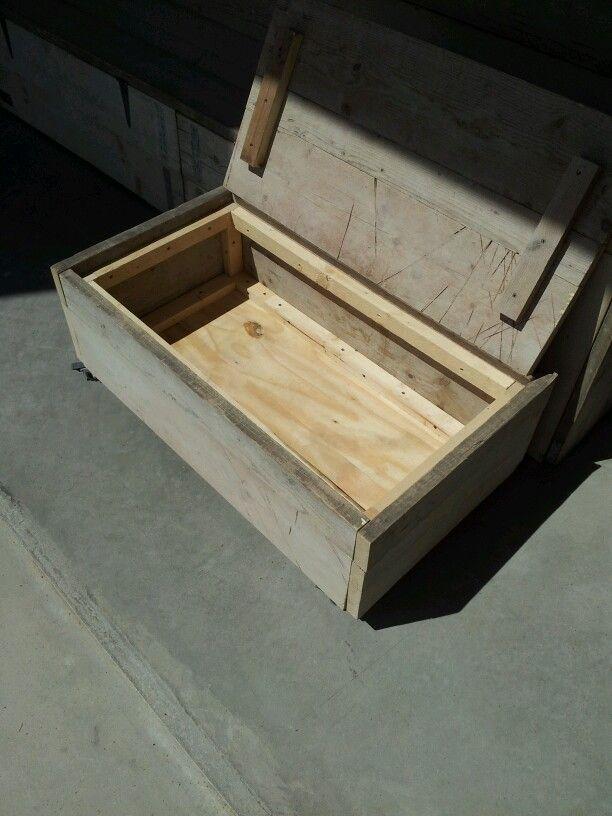 Hocker bijzettafel van gebruikt steigerhout op wielen for Rvs ladenblok op wielen