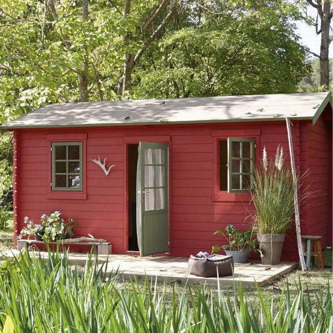 Abri de jardin en bois rouge, dans un esprit nordique http://www.m ...