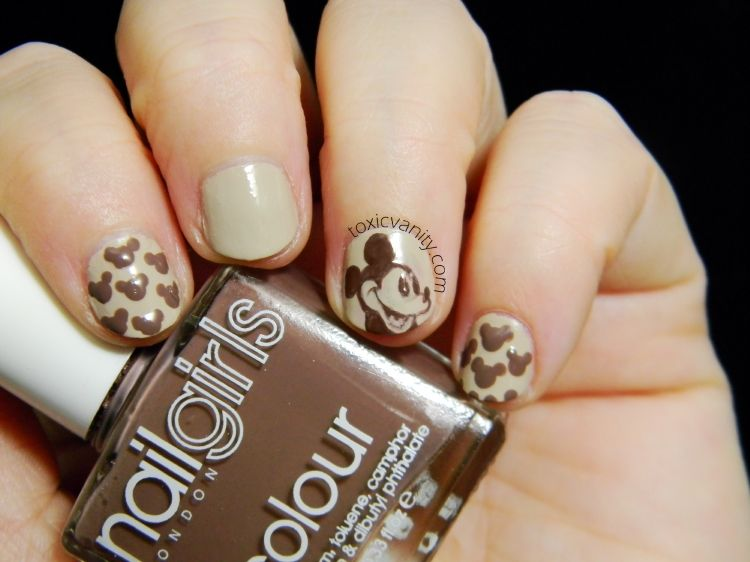 The Digit-Al Dozen Does Monochrome | Mickey Mouse Vintage nails ...
