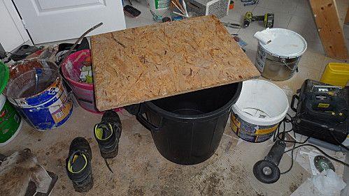 fabriquer un toilette s che dehors pinterest toilette poubelle noire et plaques de bois. Black Bedroom Furniture Sets. Home Design Ideas