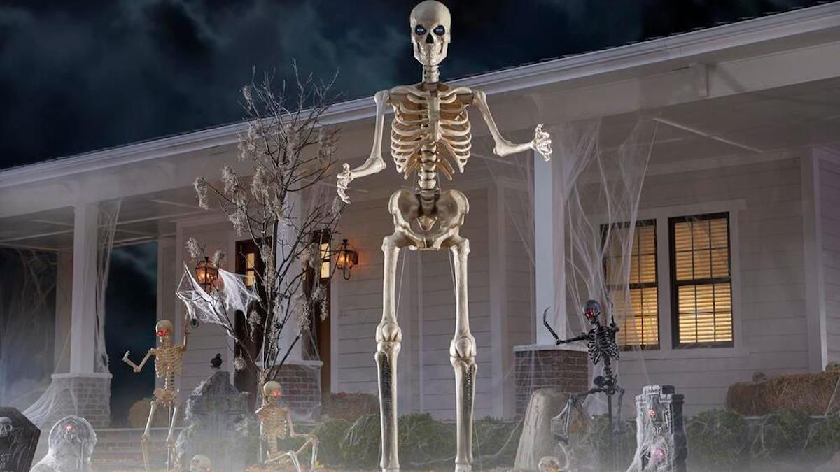 Home Depot Selling 12 Foot Skeleton For Halloween Simplemost Creepyhalloween In 2020 Home Depot Halloween Decorations Home Depot Halloween Halloween Decorations
