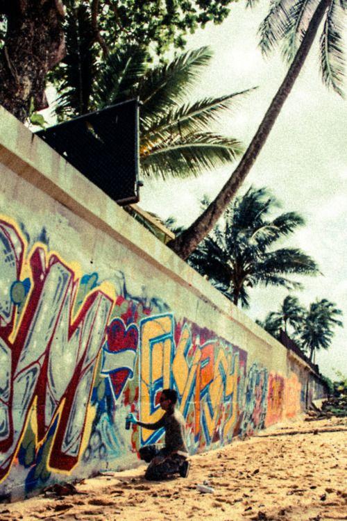 Fin lång vägg o palmer!