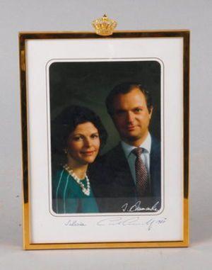 161263. KUNGLIGT FOTOGRAFI, Carl XVI Gustaf och Silvia, egenhändigt sign o dat 1987.