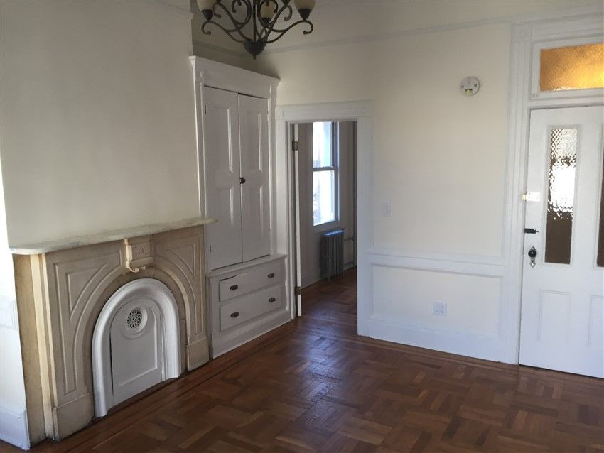 441 Humboldt St Williamsburg Brooklyn Ny 11211 2 450 Apartment For Rent 1769 1 Bed 1 Bath 1 B Hardwood Floors In Kitchen Spacious Kitchens Small Rooms