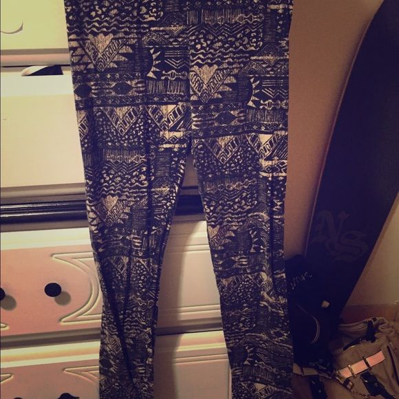 Tilly's leggings Cute pattern. Black and Tan. Size M. Too small for me. Super cute Tilly's Pants Leggings