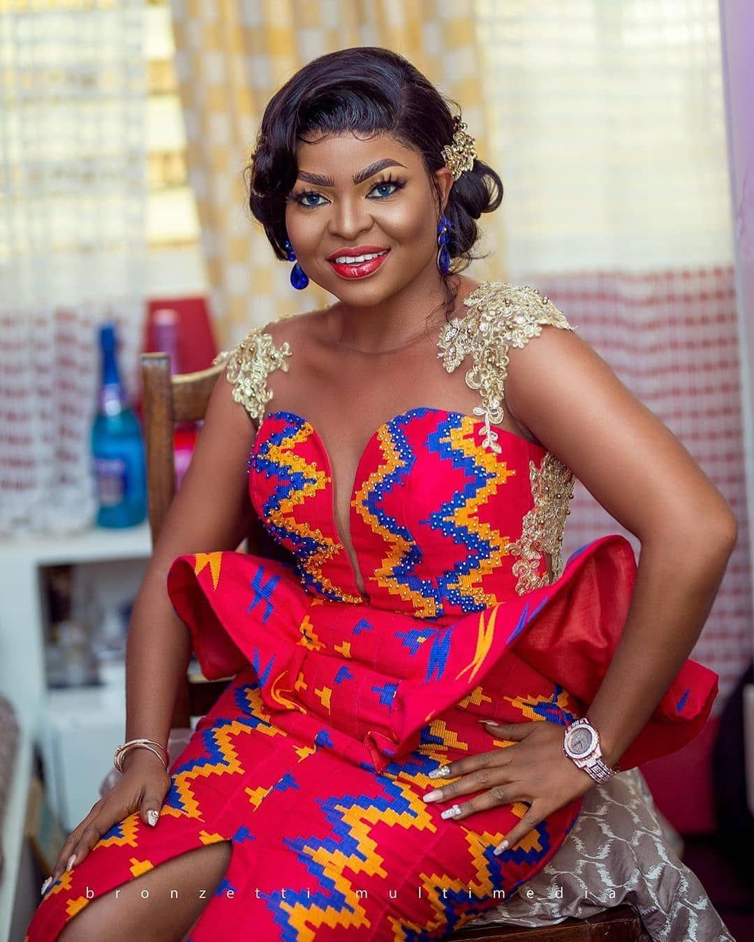 Affordable And Quality Kente On Instagram Ghanameetsnaija Our Beautiful Bride Kente Dress African Fashion Traditional African Clothing Styles [ 1349 x 1080 Pixel ]