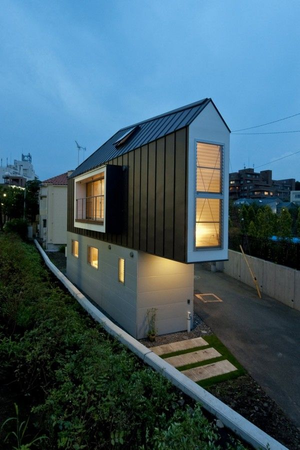 Contemporary Home Built on Triangular Lot in Tokyo, Japan. Deceptively spacious