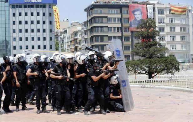 Turkish protests | Murad Sezer (REUTERS) // #photojournalism