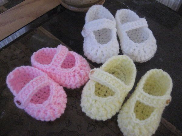 Ravelry: Corolle Doll Stay-on Booties pattern by Charlotte Bouchet | 450x600