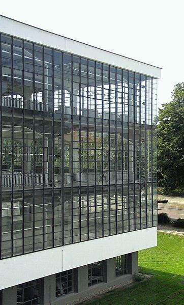 File Bauhaus Dessau Atelier Jpg Vorhangfassade Bauhaus Architektur