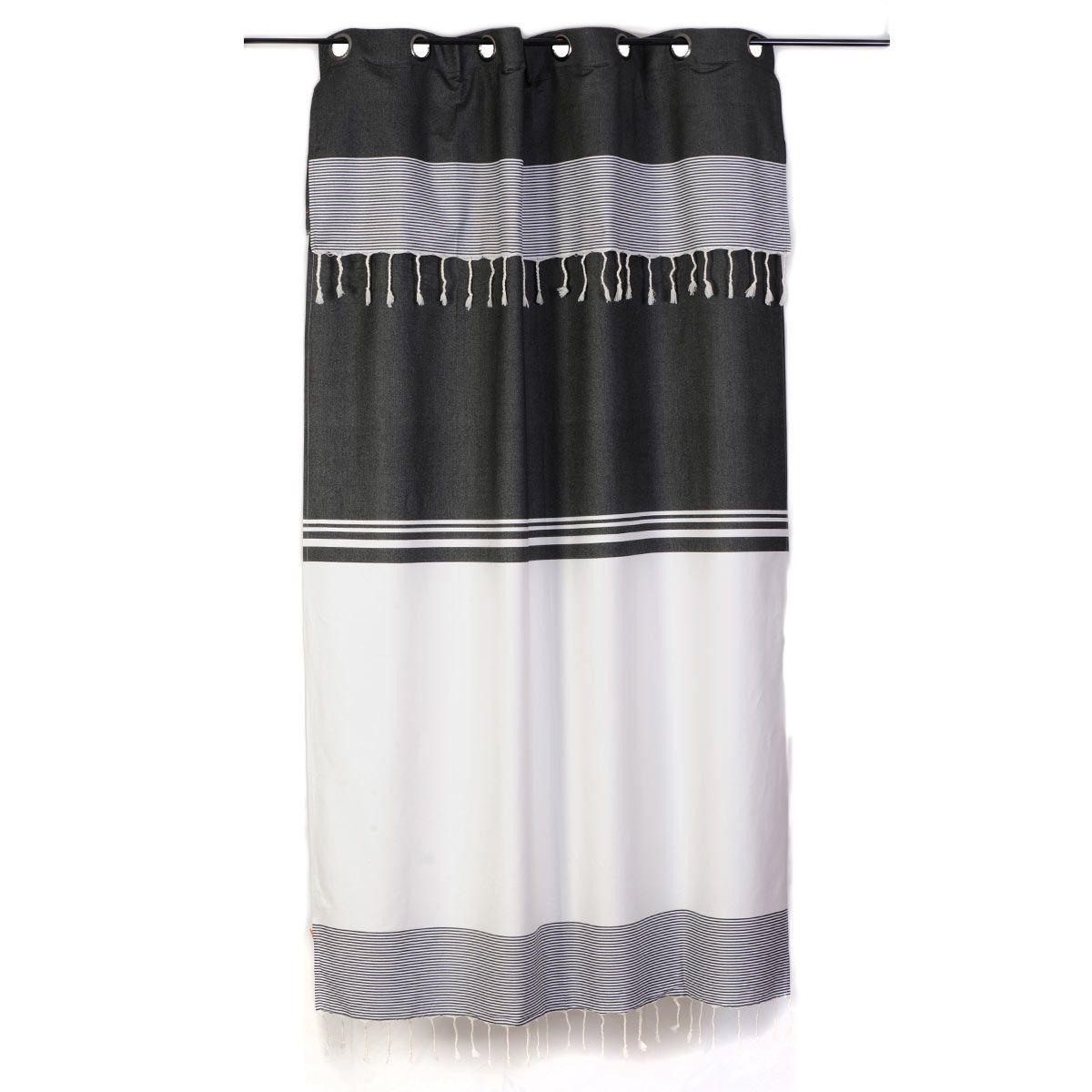 Rideau Raye Noir Et Blanc Style Ethnique Chic Et Ajustable En Hauteur Par Un Systeme De Boutonniere Composition 100 Rideaux Rideau Noir Et Blanc Rideaux Rayes