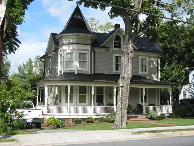 Victorian Homes In Montgomery County Md Perfect For Fixer Upper Purchase And Renovation Loans Victorian Homes Old Victorian Homes Victorian Architecture