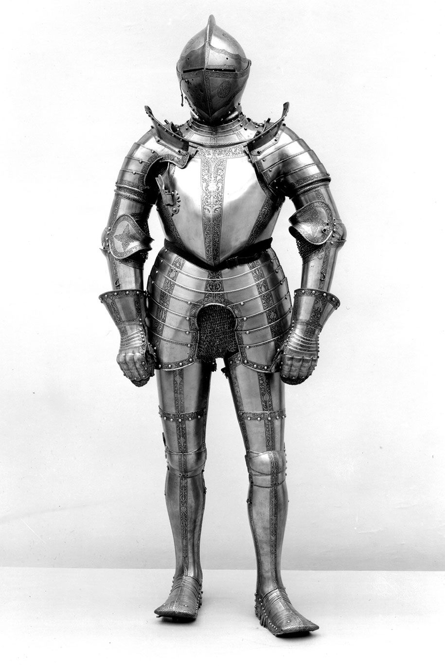 375 000 Pieces Of Classic Art Made Available For Free By Met Museum Medieval Knight Armor Historical Armor Armor