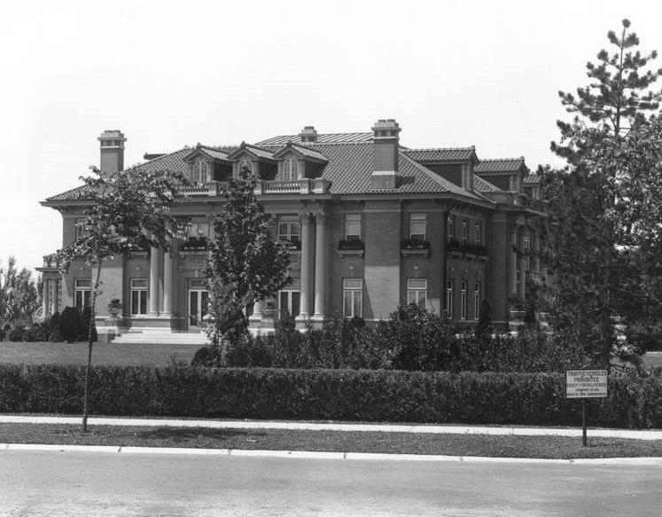 Historic Mansion In Kansas City At 55th Ward Parkway Still A