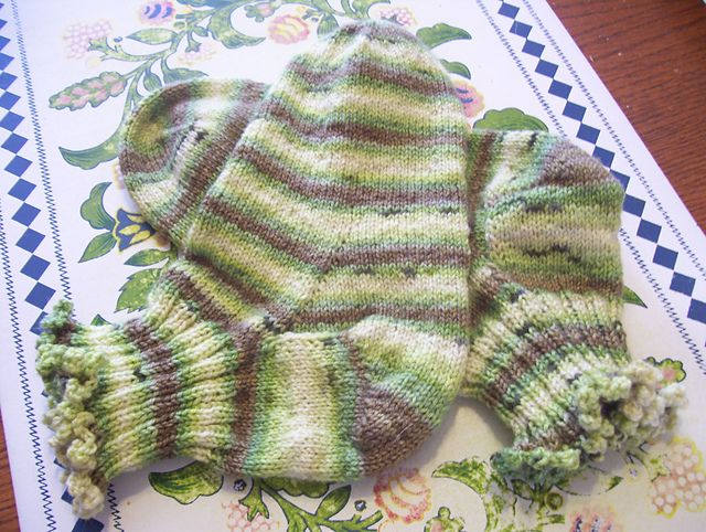 Ravelry: louiseclsc171260's Simple toe-up socks for mom