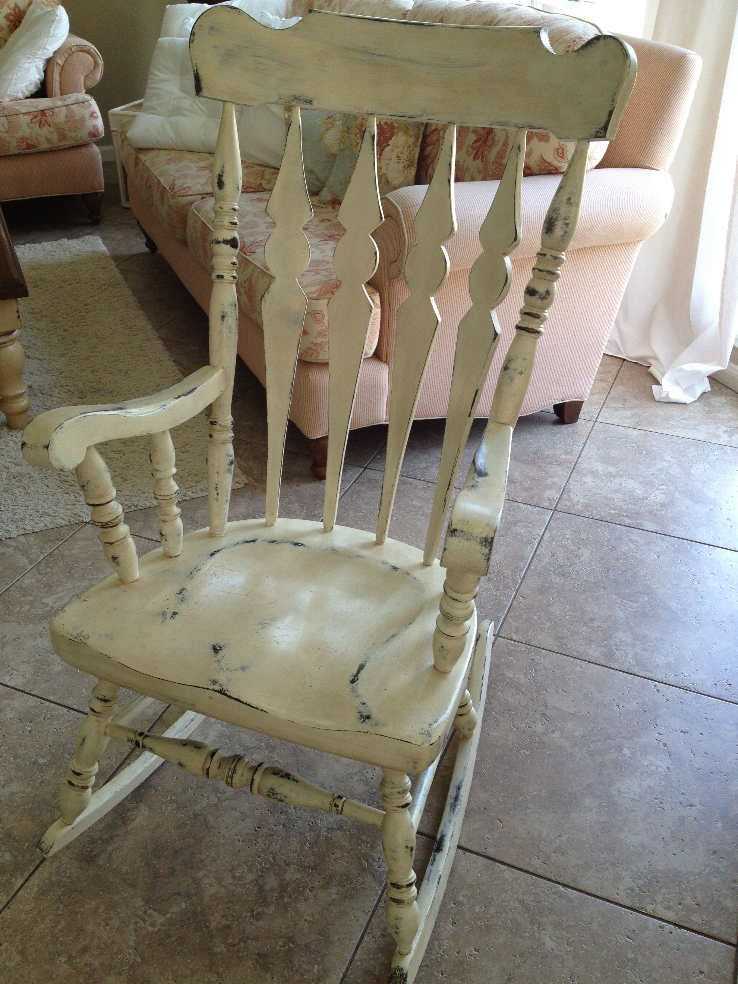 Exceptionnel Distressed Rocking Chair