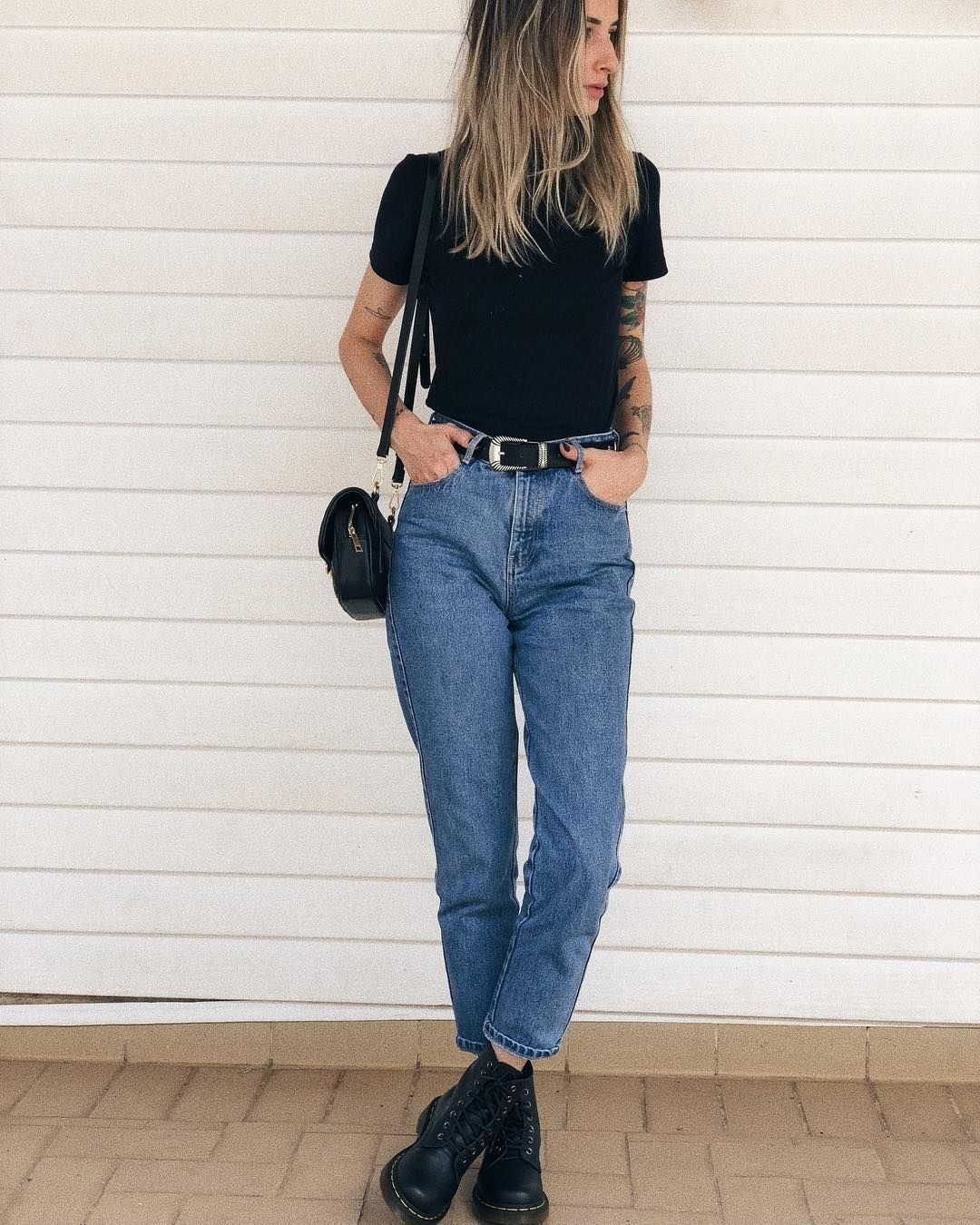 simple  mom jeans outfit