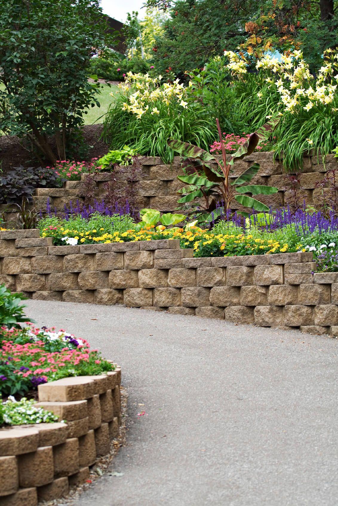 50 Backyard Retaining Wall Ideas and Terraced Gardens ...