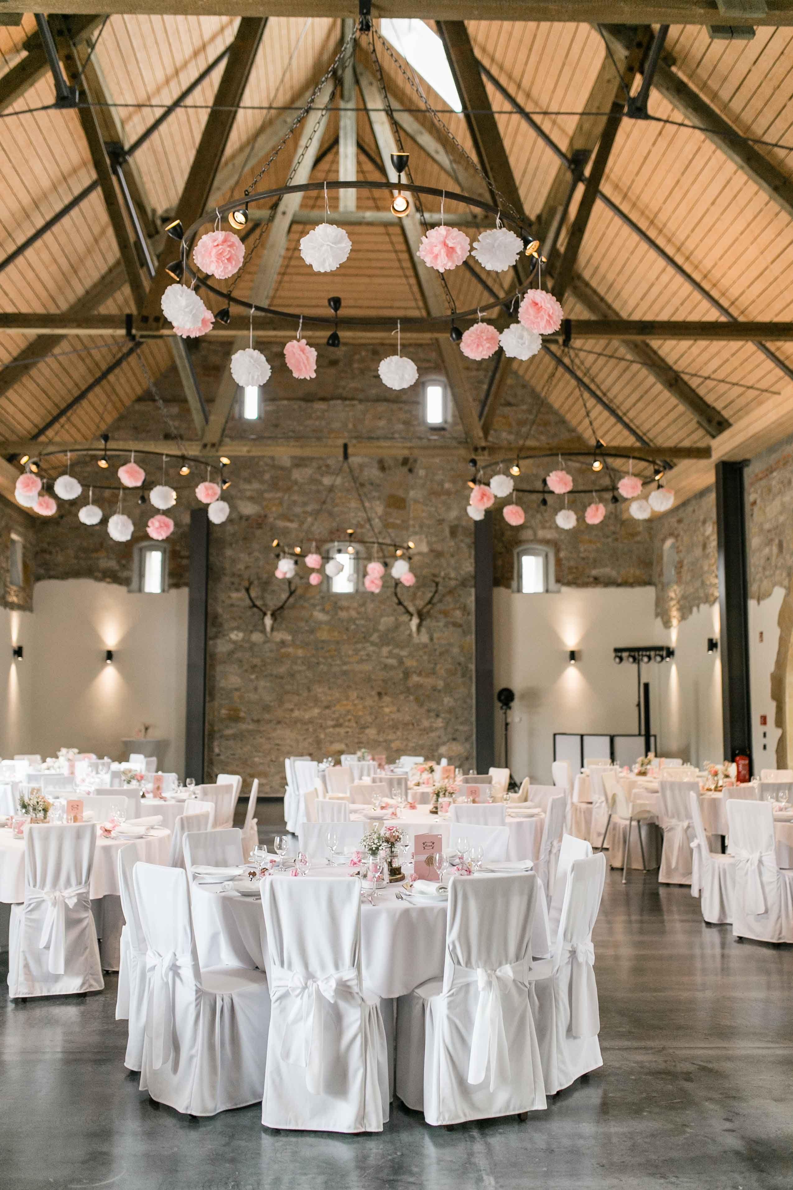 Eventscheune Gut Ludwigsruhe Hochzeit Location Hochzeitsfotograf Dekoration Hochzeit
