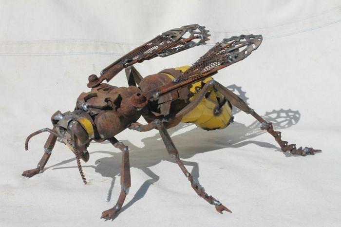 recycling basteln metall insektenfigur kunst hornisse insekt | man, Garten ideen