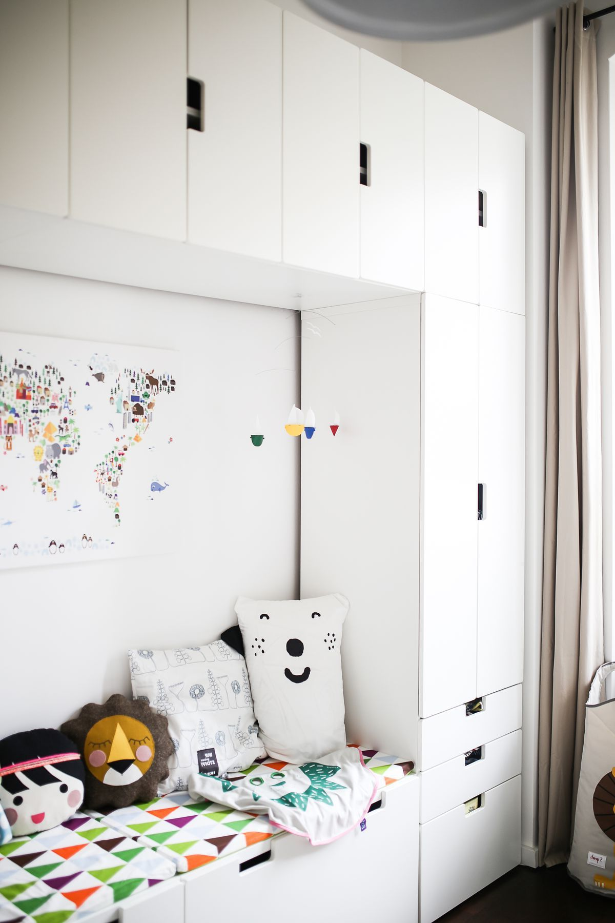 couch and storage organization in the nursery with the help of ikea stuva series more interiors. Black Bedroom Furniture Sets. Home Design Ideas