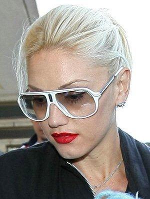 Gwen Stefani  Carrera Champion Blancas   ¿Que gafas lleva ... 473fb8c2a2