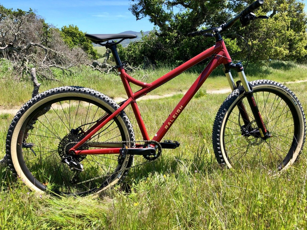 The Raleigh Tokul 3 Looks Great Packs A Nice Spec For Under 1 000 Singletracks Mountain Bike News Mountain Biking Gear Bike News Mountian Bike