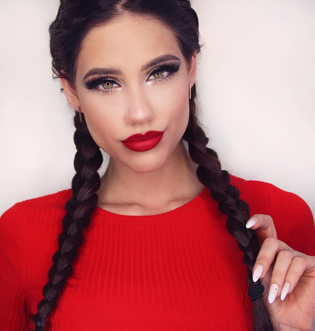 Linda Steph is gorgeous and glamorous in these boxer braids. Loving these excentric pigtails ⠀⠀⠀⠀⠀⠀⠀⠀  ⠀⠀⠀⠀⠀⠀⠀