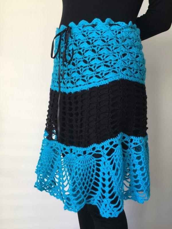 Jupe bleue et noire au crochet   Lilou Création de mode   Pinterest   Tricot,  Crochet et Free 58339e40ea6