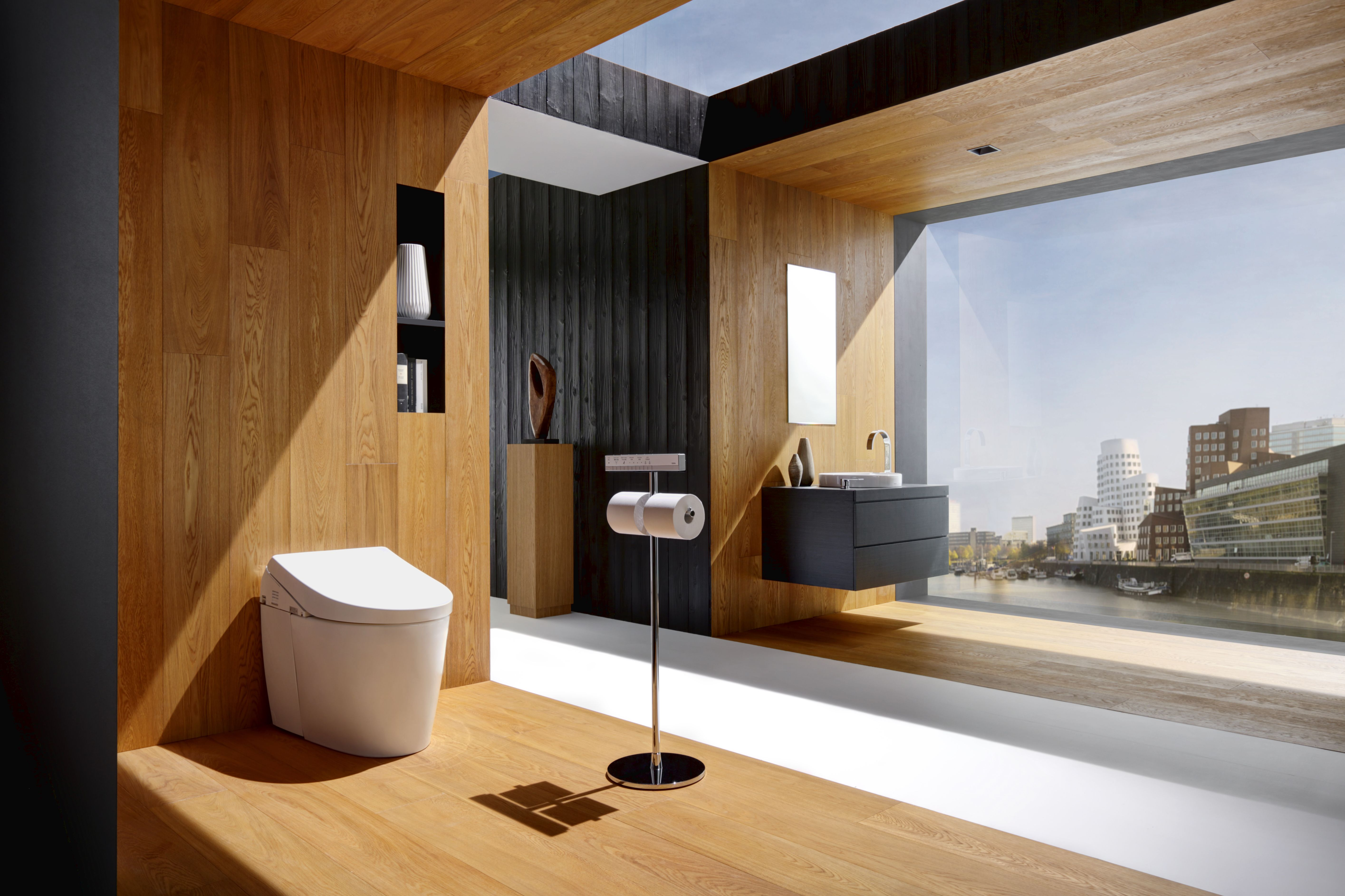 Fantastic design and views mixed with innovative TOTO products ...