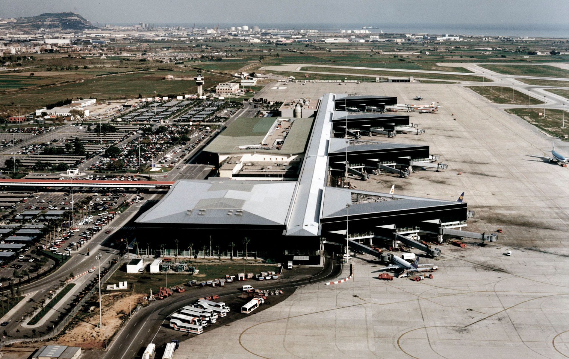 T2 Barcelona Airport - Ricardo Bofill Taller de Arquitectura