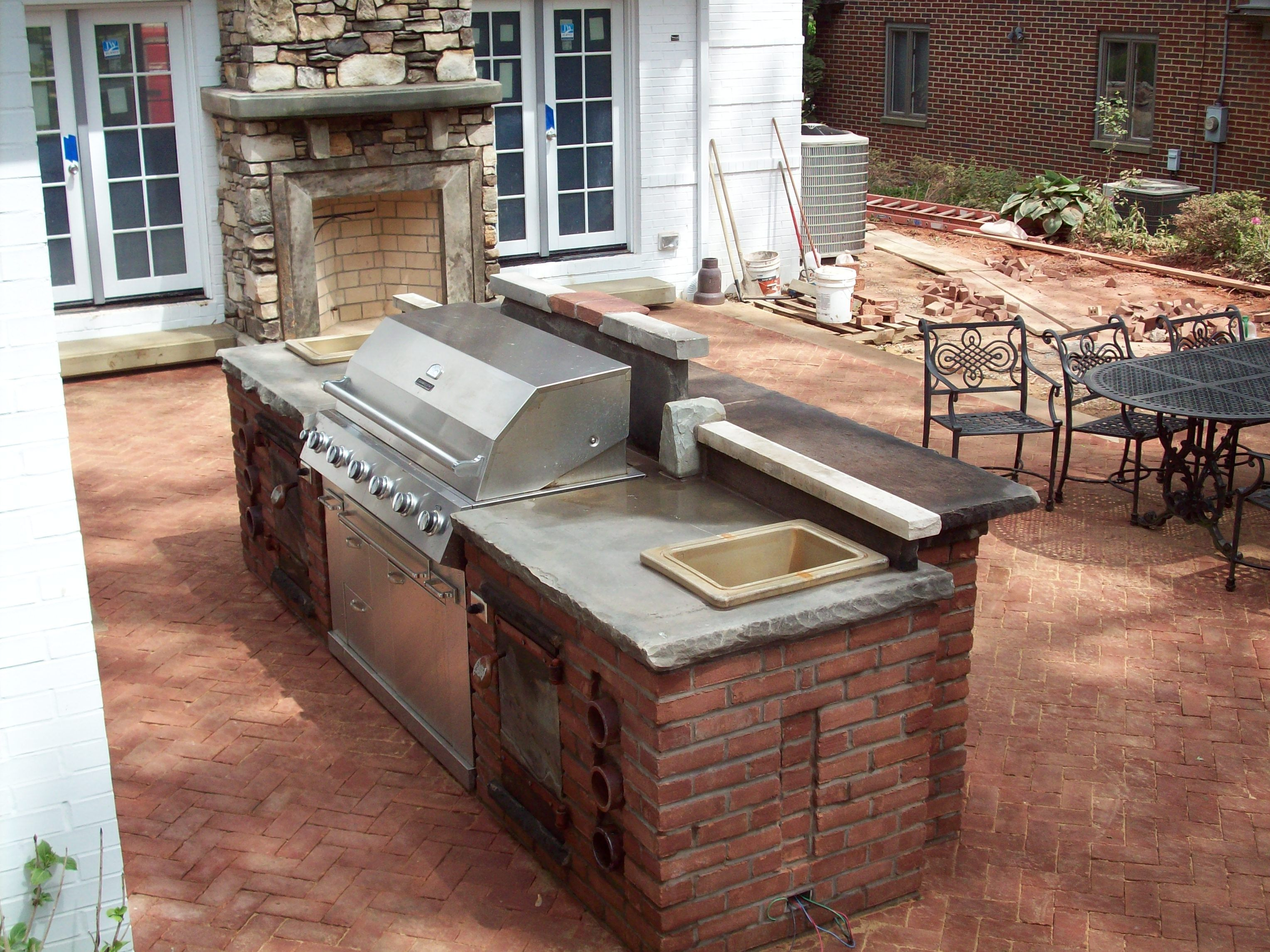 cinder block outdoor table with grill and bar detail. Black Bedroom Furniture Sets. Home Design Ideas